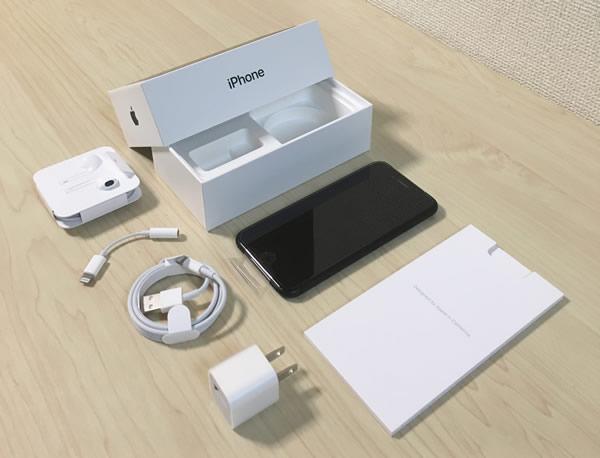 iPhone 7本体の箱